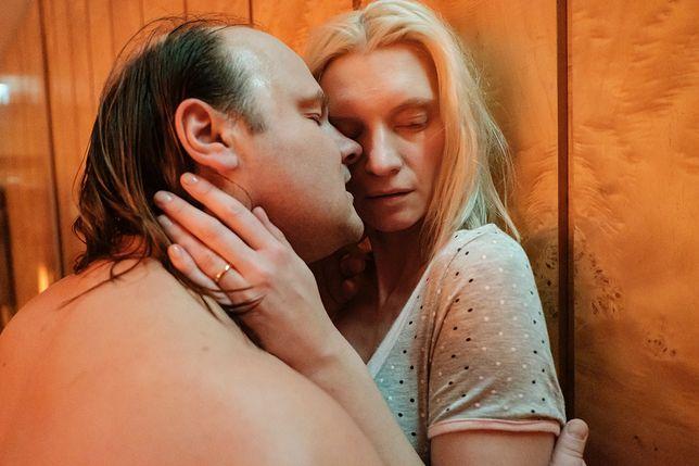 "Agata Buzek i Sebastian Stankiewicz w filmie ""Erotica 2022""."
