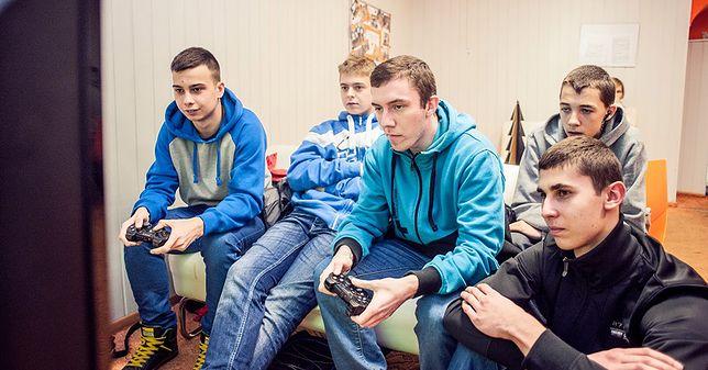 Nastolatkowie chętnie spędzają czas w sieci, niestety ograniczają się do samego przeglądania