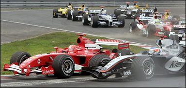 <a href=http://sport.wp.pl/kat,1775,wid,7375528,wiadomosc.html><B>Grand Prix Kanady</b></a>Na pierwszych łukach bolidy mijają się o milimetry.
