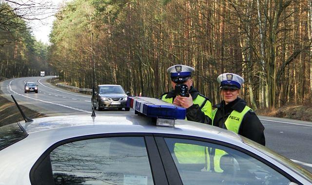Policja apeluje o rozwagę podczas świątecznych podróży
