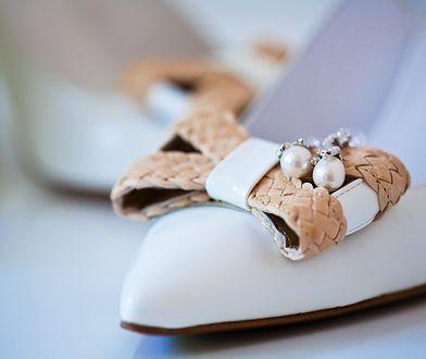 Buty z kokardami mogą znacząco zmienić twoją stylizację