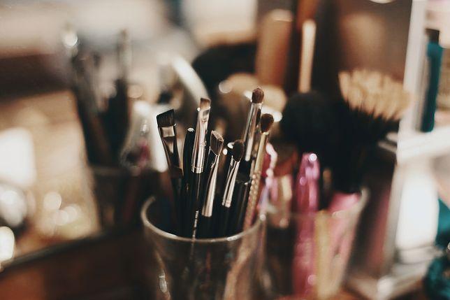 Wprawy w wykonywaniu makijażu nabiera się stopniowo