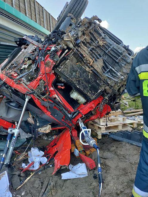 Voivodato de Mazovia.  Un accidente en el S8.  Chocan tres coches.  El camión se cayó del paso elevado