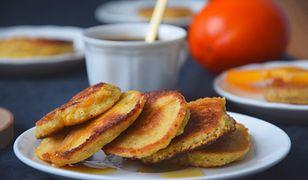 Placuszki owsiane na śniadanie. Z egzotycznym owocem kaki