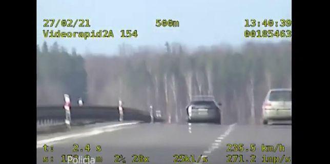 Kierowca pędził prawie 240 km/h