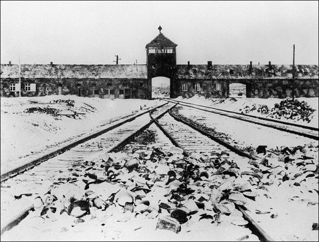 """Niemieckie media komentują pomysł karania za określenie """"polskie obozy śmierci"""""""