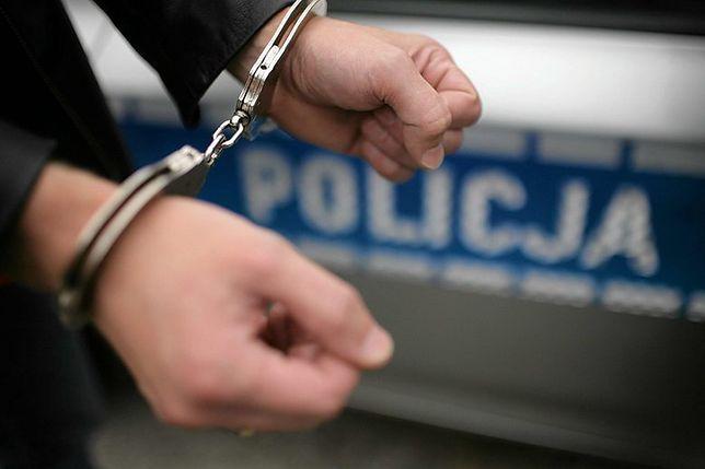 Śląskie. Policja w Sosnowcu zatrzymała 38-latka, który miał przy sobie amfetaminę oraz 98 tabletek MDMA.