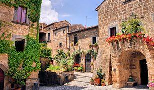 Urocza starówka w jednym z toskańskich miasteczek