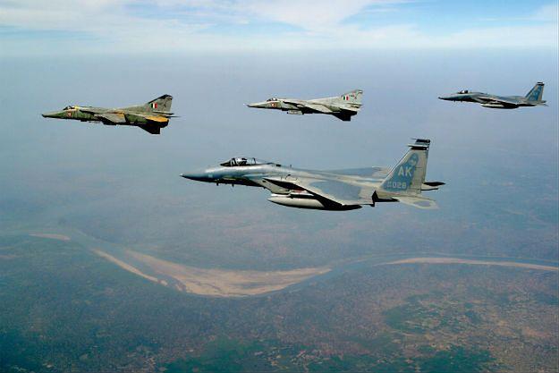 Kerry: USA zaniepokojone rosyjskimi myśliwcami w Syrii