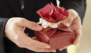 Nawet mały prezent może zrobić na kobiecie wielkie wrażenie