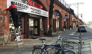 Sklep erotyczny we Wrocławiu zaczyna sprzedaż maseczek i przyłbic
