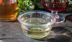 Ocet borówkowy jest pyszny i zdrowy.