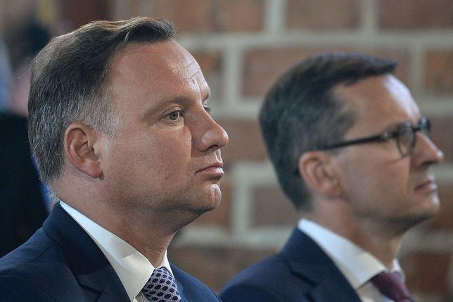 Prezydent Andrzej Duda i premier Mateusz Morawiecki zanotowali spadki w rankingu zaufania