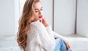 Sweter to najlepszy strój na pierwsze chłodne dni