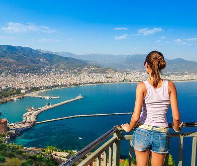 Zielona i słoneczna Riwiera Turecka jest chętnie odwiedzana przez turystów przez cały rok