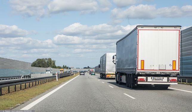 Wielkopolskie. Wypadek na A2. Przewróciła się ciężarówka i zablokowała ruch na trasie