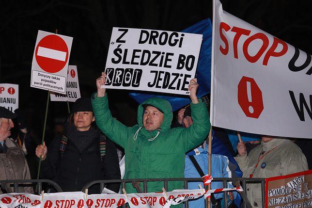 Blokowali wjazd prezesa PiS-u na Wawel. Sąd nałożył na nich grzywnę