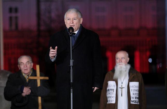 """Krzyczeli do Jarosława Kaczyńskiego: """"kłamca"""". Sąd: nie złamali prawa"""