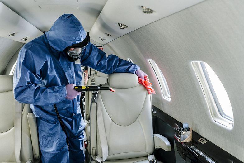 Pasażer miał COVID-19. Horror w samolocie