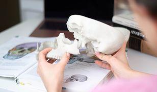 Dzięki nim studenci medycyny nie muszą przekopywać cmentarzy. Drukują ludzkie czaszki w 3D