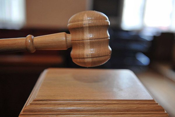 Bezpodstawnie aresztowany adwokat Roman Mirek walczy o zadośćuczynienie