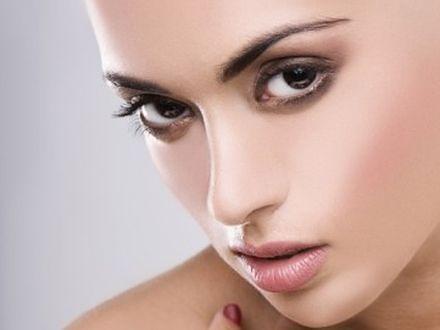 Kształt oczu a makijaż
