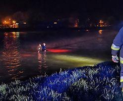 Strażacy znaleźli ich na środku rzeki. Niecodzienne zdarzenie w Sanoku