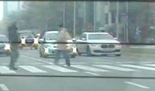 """Tak się jeździ w stolicy. Policja: """"Jedno z najniebezpieczniejszych wykroczeń"""""""
