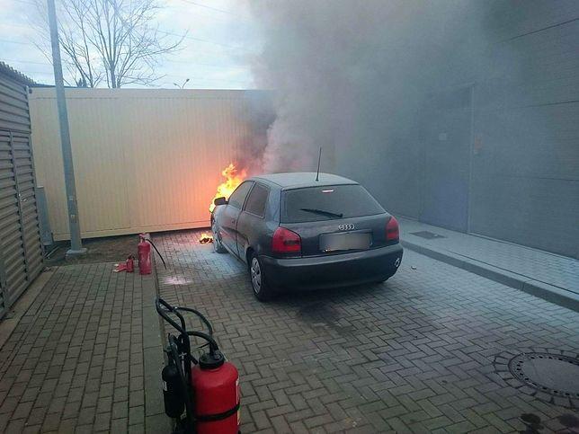 Policjant do ugaszenia pożaru użył 4 gaśnic