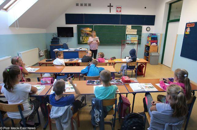 Reforma edukacji w Polsce. Zmiany ministerstwa uderzą w wieś za dwa lata