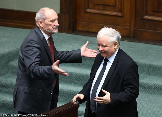 Kaczyński, Macierewicz i Pawłowicz głusi na apele Morawieckiego. Chodzi o emerytury