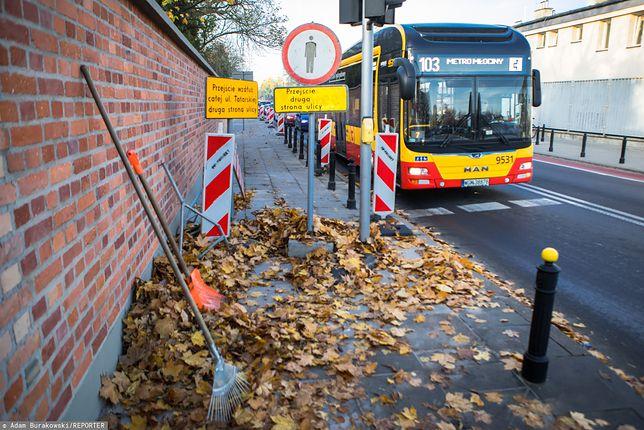 1 listopada w Warszawie. Dodatkowe linie autobusowe i punkty z biletami – będą zmiany w organizacji ruchu na Wszystkich Świętych