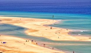 Czyste plaże Fuerteventury otaczają turkusowe wody Oceanu Atlantyckiego