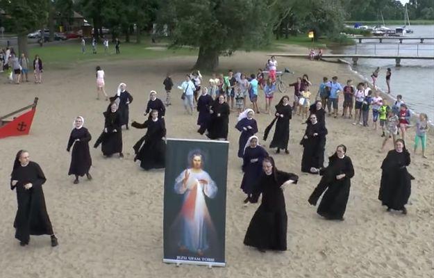Hit Internetu! Tańczące zakonnice zapraszają na ŚDM
