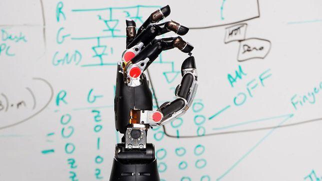 DARPA stworzyła protezę, która czuje