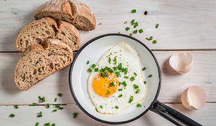 Jajko sadzone to dobry pomysł na śniadanie.
