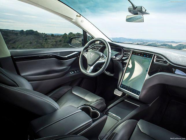 Tesla coraz bliżej autonomicznych taksówek