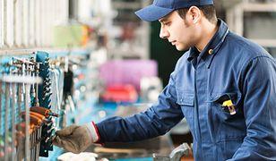 Pracodawca nie może różnicować pracowników ze względu na narodowość. Musi też szanować ich godność.
