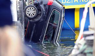 Tragedia w Dziwnowie. Auto z rodziną zatonęło w Zalewie Kamieńskim