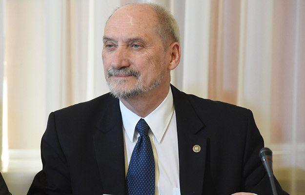 Prokuratorzy chcieli postawić przed sądem Macierewicza i Kamińskiego - zostali przeniesieni do prokuratur rejonowych