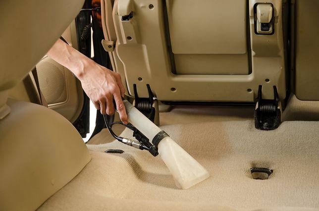Wyczyść samochód i tapicerkę za jednym zamachem. Lekkie i tanie odkurzacze samochodowe