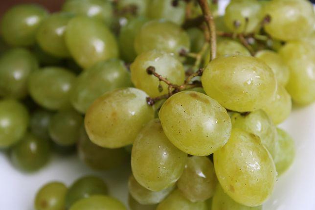 Świeże winogrona można dodać do deserów lodowych lub galaretki
