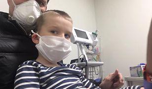 Adam Maciejewicz i jego syn, 6-letni Filip, musieli wyjechać mimo pandemii