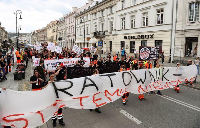 Protest ratowników medycznych. Domagają się podwyżek i lepszego traktowania