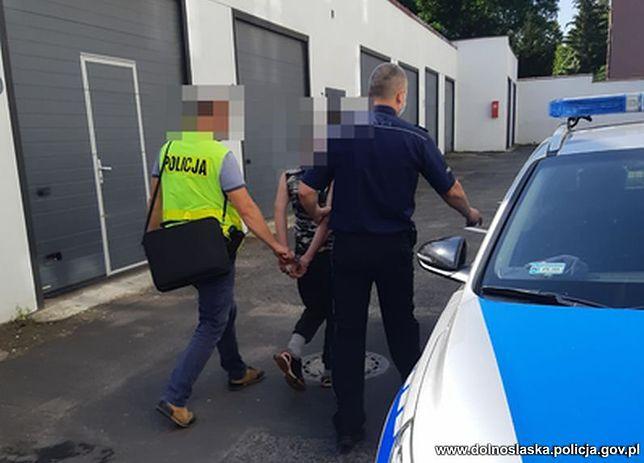 Zatrzymano młodego mężczyznę. Za kradzież w sklepach grozi mu do 10 lat więzienia