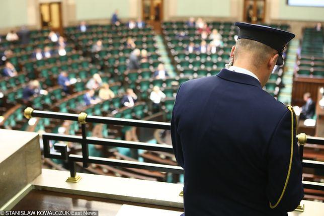 Podwyżki dla straży marszałkowskiej. Nowy dodatek do pensji