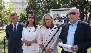 """Pomnik """"Solidarności"""" za rok w Warszawie. """"Wolność zawsze zwycięży"""""""