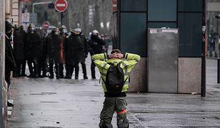 Przerażające sceny w Paryżu. Protestującemu urwało rękę