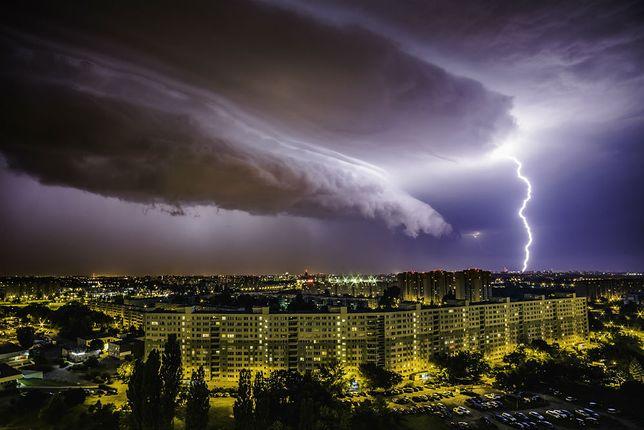 Burze z gradem, ulewy i spadek temperatur. Fatalna prognoza pogody na koniec lata