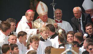 Jan Paweł II i kard. Dziwisz w raporcie Watykanu